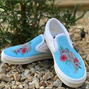🎨Hand Painted one of a kind Elephant Vans🎨